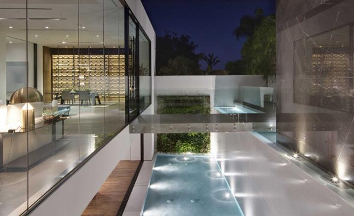 El diseñador Calvin Kelin vendió su mansión bajando oferta a 13$ millones