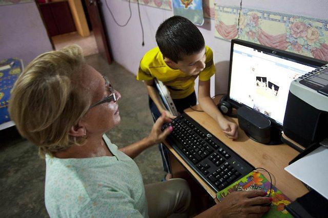 En las escuelas y liceos se cuenta con aulas virtuales