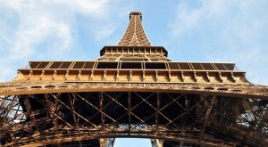 Torre Eiffel proitegida con cristal