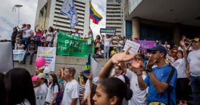 Opositores al gobierno de Maduro