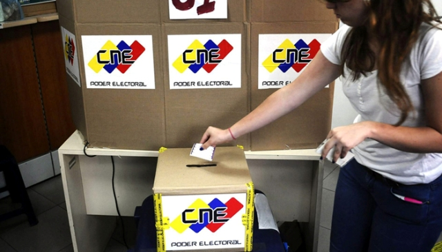 Solo cinco partidos opositores alcanzaron en Venezuela las cuotas mínimas de apoyo exigidas para revalidarse.