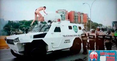 Hombre desnudo en manifestaciones Caracas Venezuela