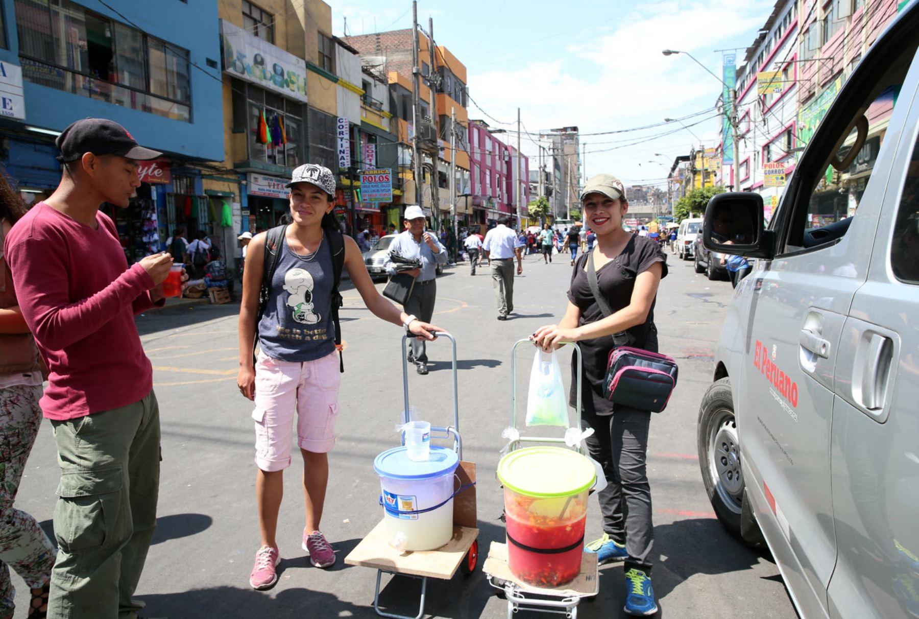 Venezolanos apuestan a la economía informal en Perú