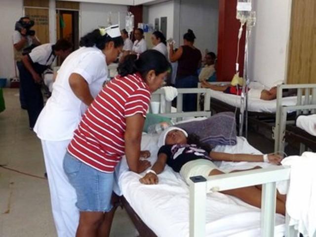 Familiares de los menores aseveraron que la primera en manifestar síntomas de intoxicación fue una joven de quince años
