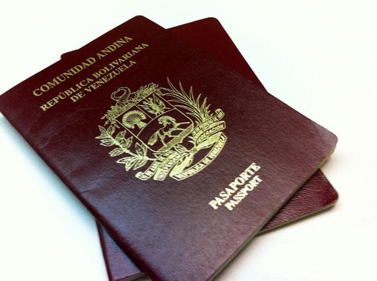 """los pasaportes del Diputado Luis Florido, el Diputado William Dávila e incluso el cantante """"Nacho"""" también han sido anulados por el Saime."""