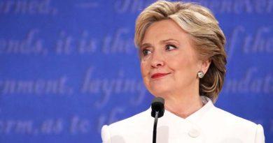 Trump se dirige a Hillary Clinton