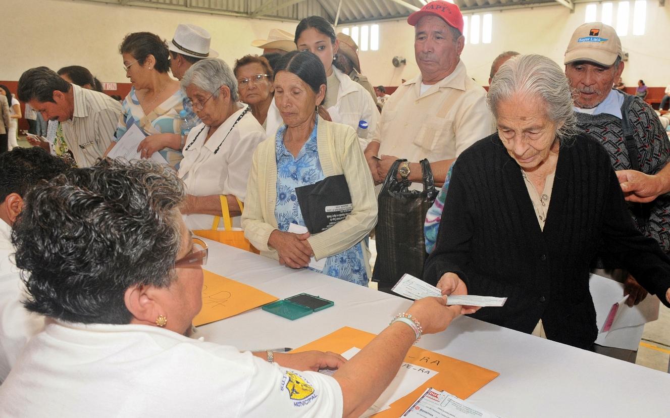 Pensionados venezolanos desde este viernes cobraran con el aumento del 60%