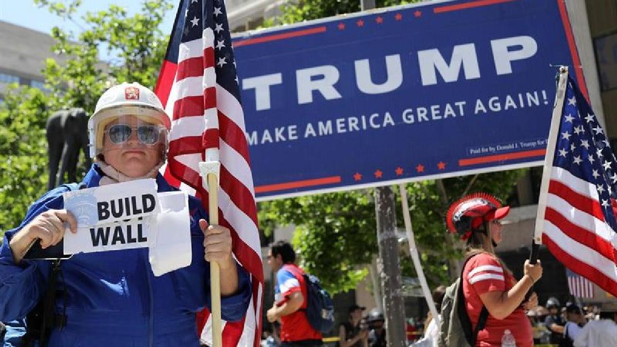 """""""Más educación y menos deportación"""", """"Fuera Trump y Pence""""; fue parte de las consignas exclamadas."""