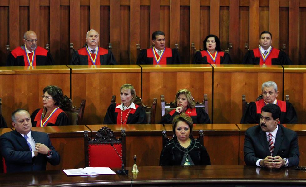 la misma parte de las acciones tomadas por el TSJ, para favorecer al Presidente Maduro
