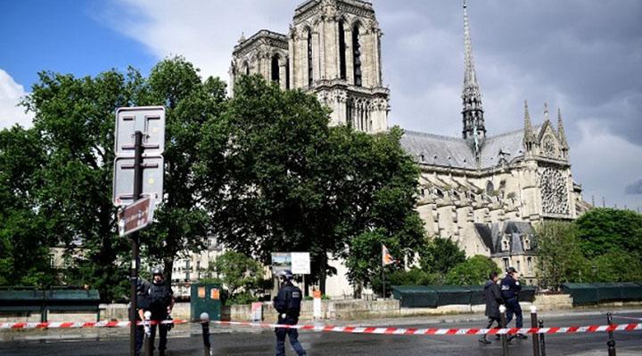 Hombre que atacó a un agente con un martillo en París, fue neutralizado