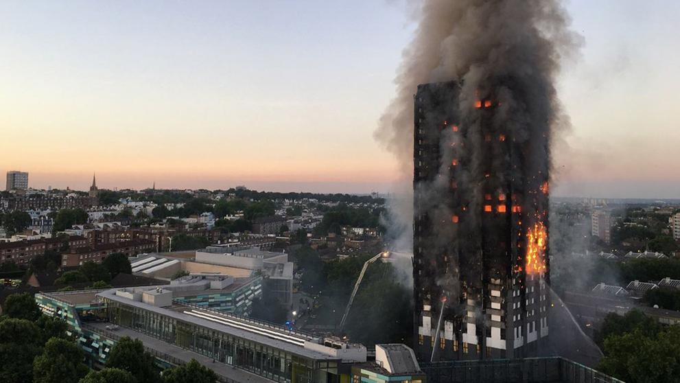Victimas del incendio de La Torre Grenfell asciende a 17