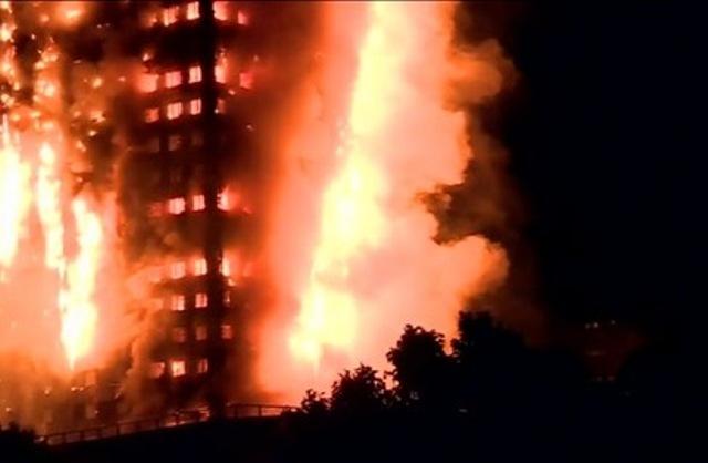 Sobrevivientes afirman queque en el momento en que se desató el fuego no sonó la alarma contra incendios.