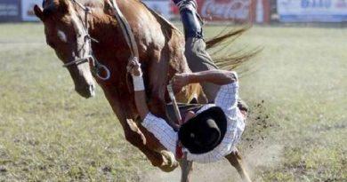 Muere adolescente al caerse de un caballo