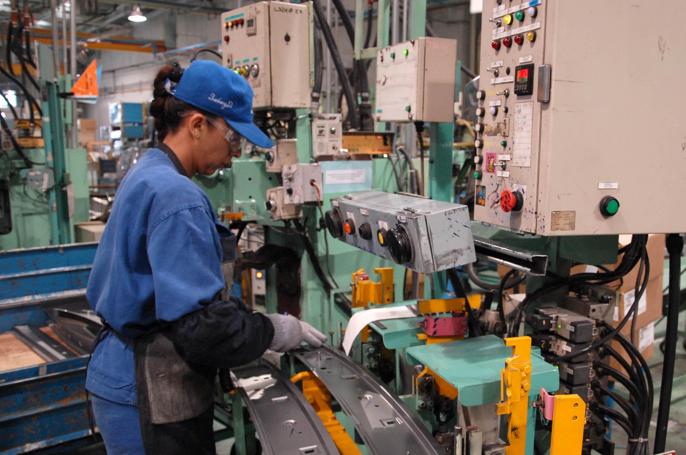 Mexicanos exigen un incremento del salario mínimo