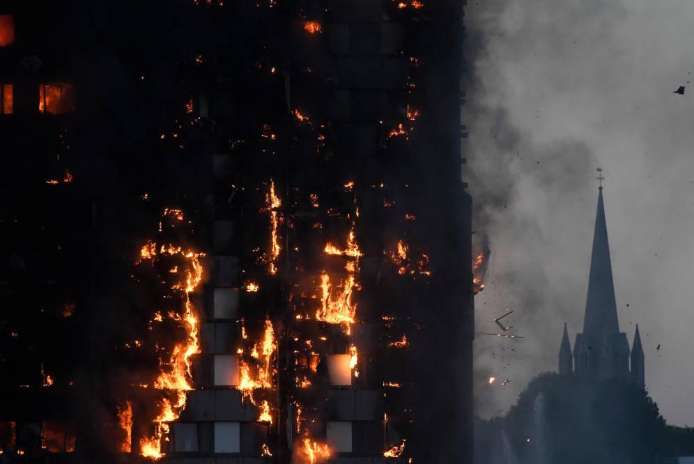 El incendio de un edificio de 24 pisos causó terror en Londres