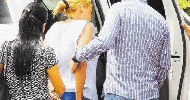 De certera puñalada en el corazón, maestra mata a su marido