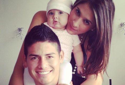 La separación para la joven pareja, él de 26 años, y Daniela Ospina, de 25 años de edad; se veía venir, ya que ambos mantienen una apretada agenda laboral que los separa constantemente