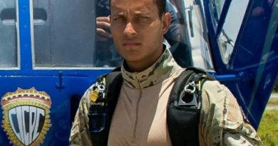 Reaparece Oscar Pérez en un vídeo y asegura que se encuentra en Caracas