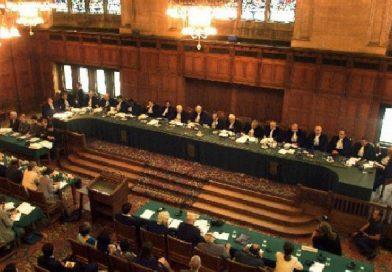 Ante el Tribunal de La Haya, congresistas colombianos y chilenos denuncian al Presidente Maduro