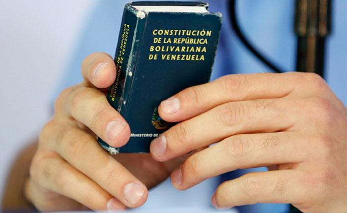 según lo establecido en los artículos 5, 70, 333 y 350 de la Constitución de la República de Venezuela, en lo referente a la consulta popular, la soberanía,