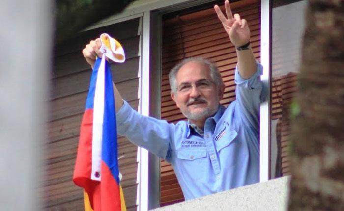 A las cuatro de la madrugada, hora venezolana, a través de un mensaje compartido, se confirmó el retorno a la medida de casa por cárcel de Ledezma