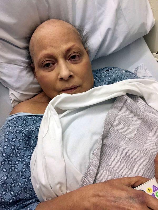 Eva Echeverría de 63 años, demandó al grupo farmacéutico estadounidense Johnson & Johnson, alegando que el uso del talco  le provocó cáncer de ovarios.