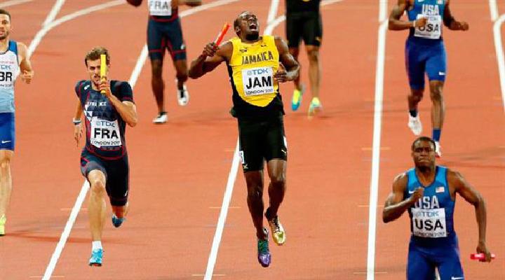 Por un calambre sufrido en el ultimo tramo del relevo 4x100, Usain Bolt no logró llegar a la meta