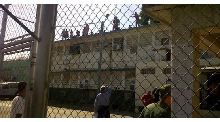 Masacre en cárcel de Puerto Ayacucho deja 37 muertos