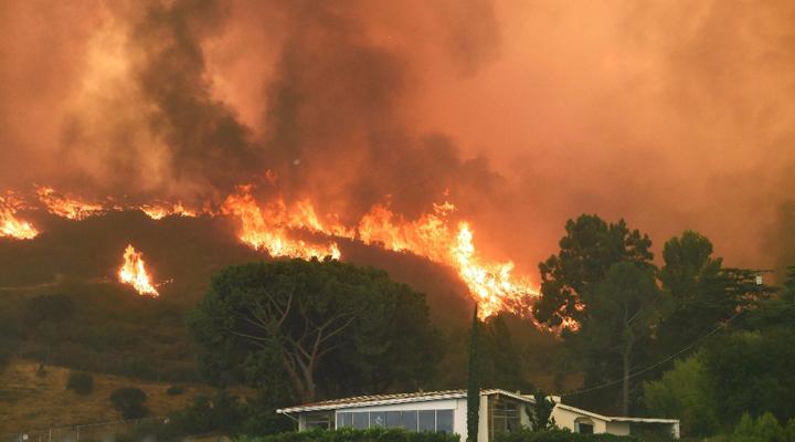 Voraz incendio en Los Angeles, afectó dos mil hectáreas