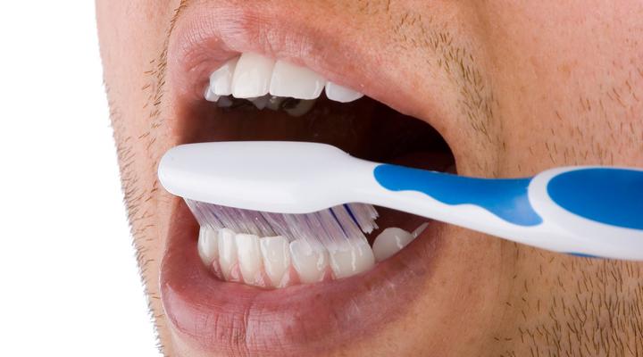Ante la escasez de dentífrico, los venezolanos se las ingenian para mantener la higiene bucal