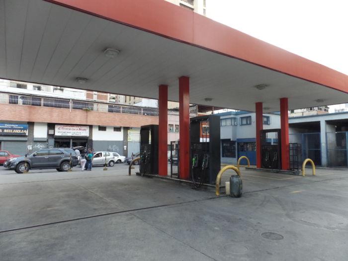 Las refinerías de El Palito, ni Amuay, están funcionando. Ni en Puerto La Cruz se está produciendo gasolina, y eso ha generado una gran escasez de producción de combustible