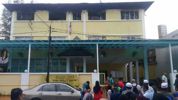 Incendio en escuela religiosa de Malasia, mueren 25 personas