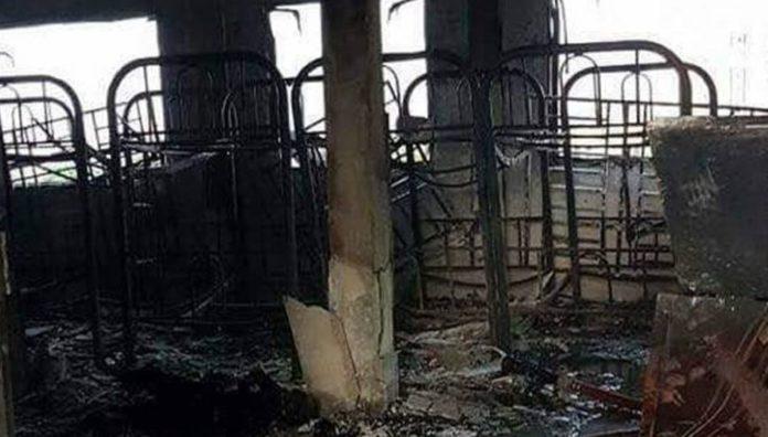Un cortocircuito producido en una instalación eléctrica del tercer piso de la escuela Darul Quran Ittifaqiyah, produjo el incendio
