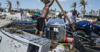María, el huracán, pasa por Dominica y la devasta