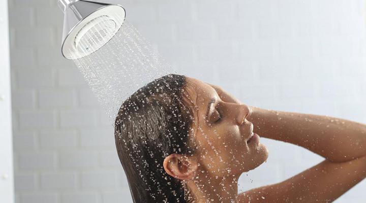 Bañarse dos veces por semana, recomiendan dermatologos