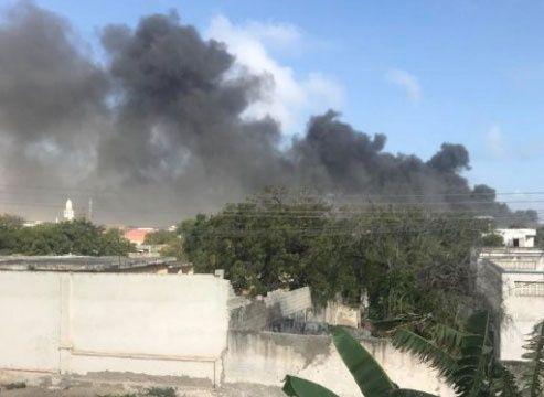 la explosión se produjo en una zona concurrida de la ciudad conocida como Kilómetro 5; el camión fue dejado estacionado en las inmediaciones del Hotel Safari
