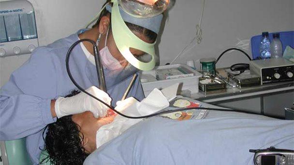 el cemento provisional y los instrumentos para tratamiento de conducto también faltan en el mercado. los odontológos estiman que ladificultad para encontrar los insumos puede empeorar,