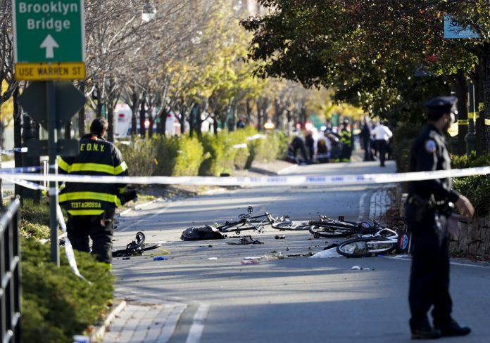 Desconocido arrolló con su vehículo a varias personas en Manhattan