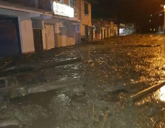 Desbordamiento de un río en el suroeste de Colombia, dejo mas de veinte heridos