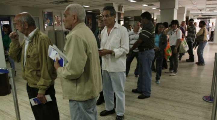 """Jubilados y pensionados pasan las de """"Caín"""" a la hora de cobrar la pensión"""