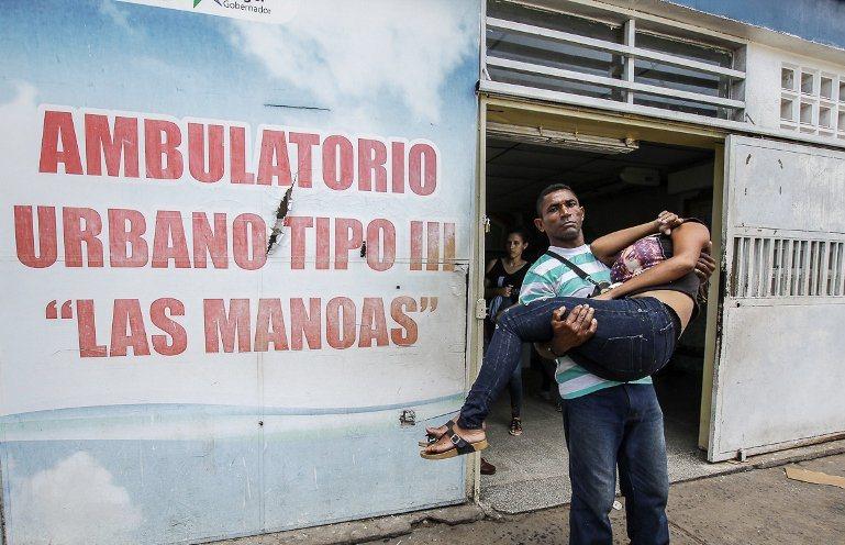"""insistió en solicitar al Gobierno que permita la apertura del canal humanitario, ya que existen venezolanos que """"mueren todos los días por la crisis"""