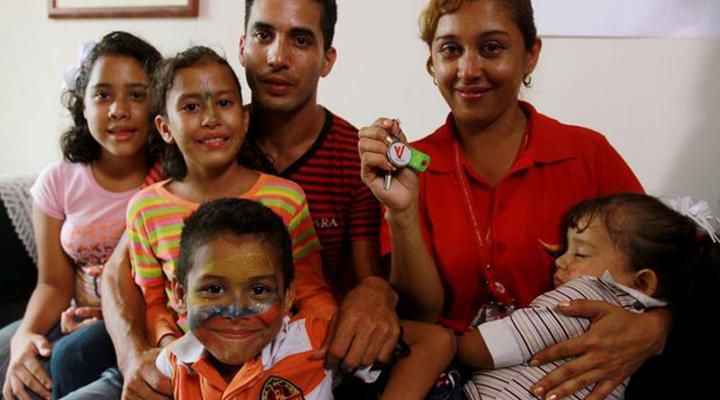 La familia genera fuertes vínculos; afirmó el Papa Francisco