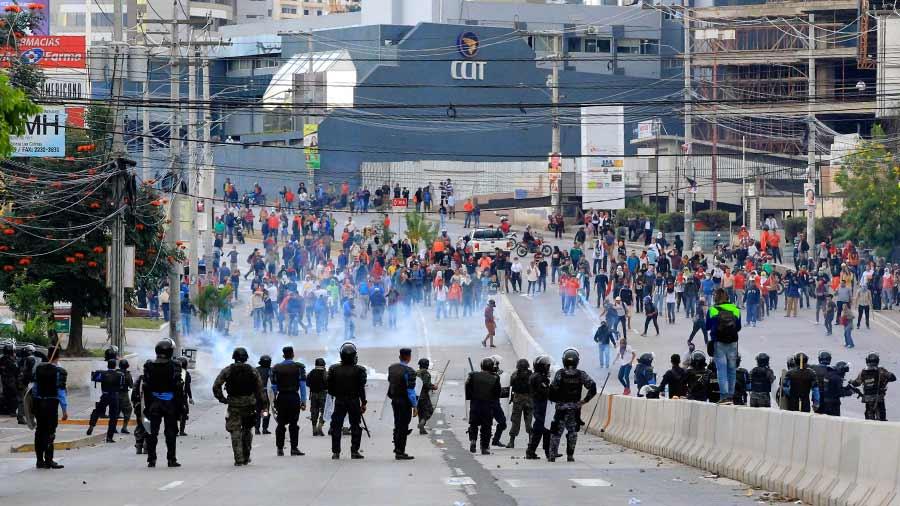 Para Manuel Zelaya y Salvador Nasralla, del partido  Alianza de Oposición Democrática, las protestas de mañana y las que se han registrado desde el mismo lunes de la semana pasada; son pacíficas