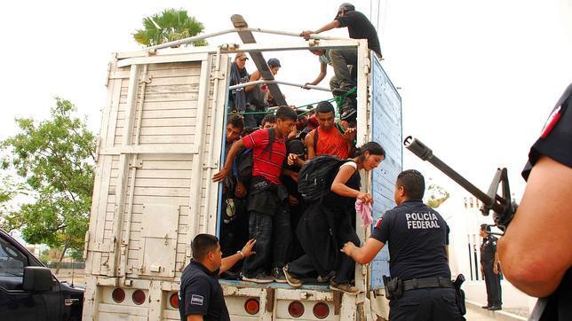 Camión cargado con indocumentados fue detenido en México