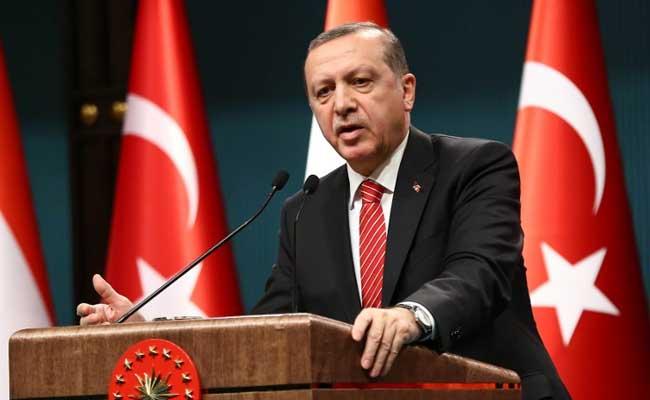 La medida fue impulsada por Recep Tayyip Erdogan, quien acusa a los despedidos  de formar parte de una organización terrorista, que buscan apartarlo del poder