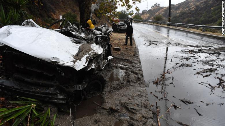 Quince fallecidos deja deslizamientos en California
