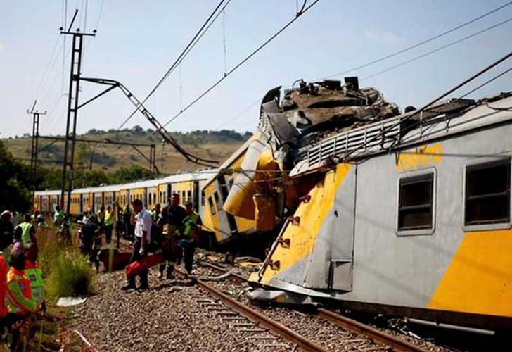 Doscientos heridos deja accidente ferroviario en Johannesburgo