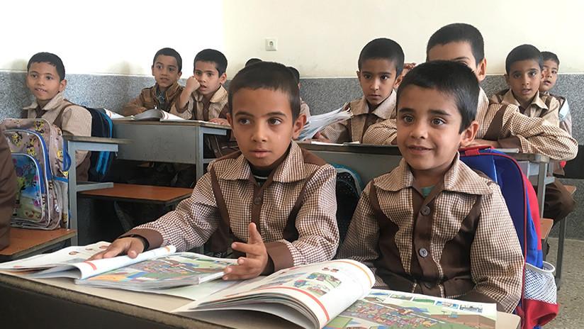 En las escuelas primarias, Irán ha prohibido la enseñanza del inglés