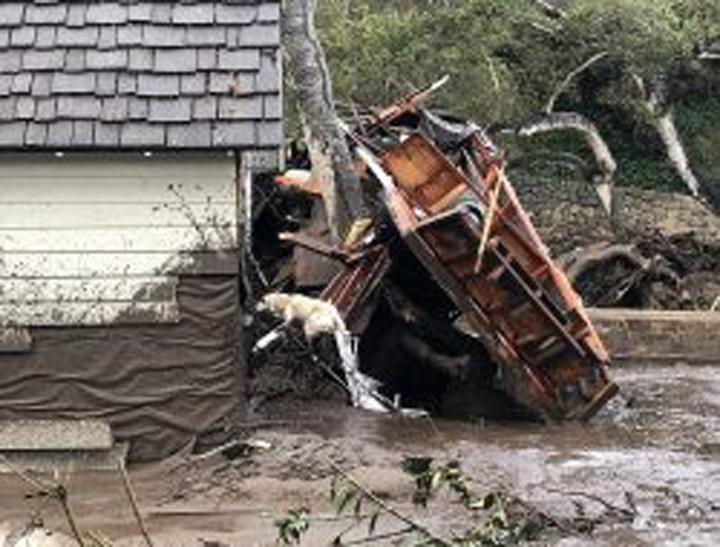 El panorama de California fue trastocado por la tormenta que convirtió todo en una alfombra de barro y escombros por todas partes