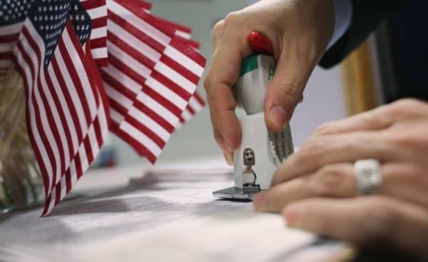 El programa DACA protegía a 690.000 soñadores; y la oferta de Donald Trump extenderá esa cantidad a 1,8 millones de inmigrantes,